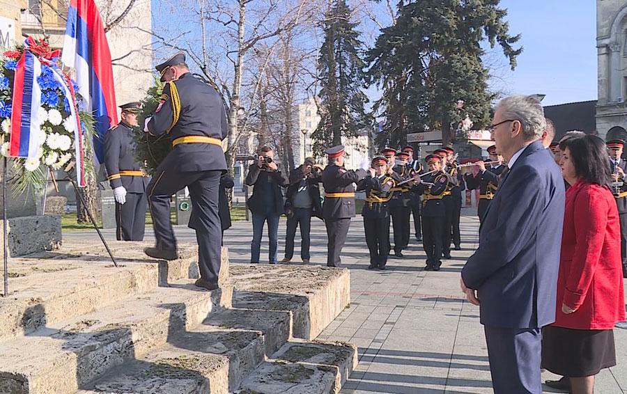 Polaganje vijenaca na spomenik poginulim borcima NOR-a (Foto: RTRS)