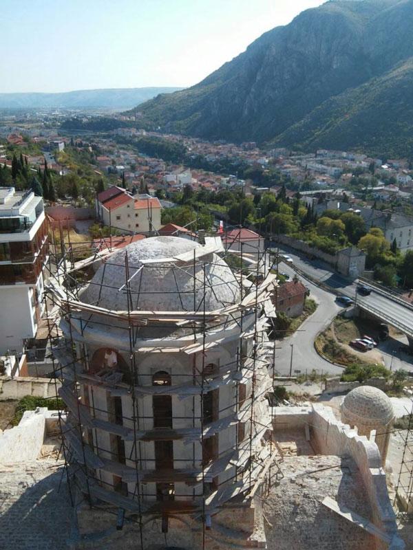 Pokrivena Saborna crkva u Mostaru (Foto:argumenti.rs)