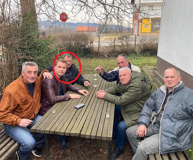 Ko je NN statista na fotkama Draška Stanivukovića? (Foto: banjaluka.net)