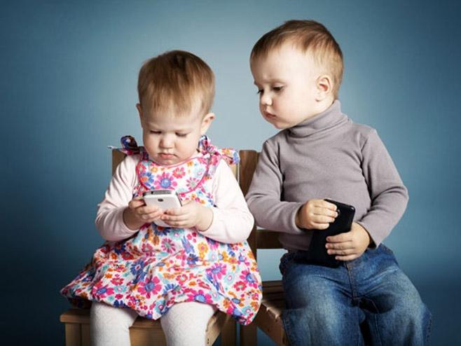 Djeca i mobilni telefoni - ilustracija (foto: Thinkstock)