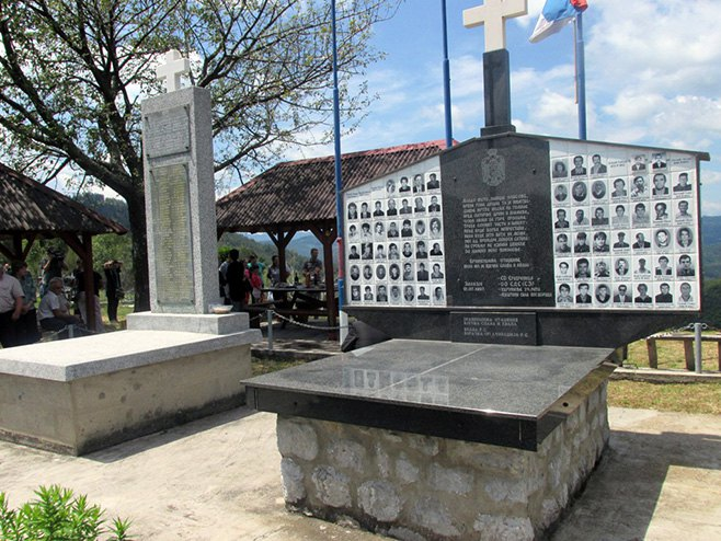 Spomen obilježje u srebreničkom selu Zalazje - Foto: SRNA