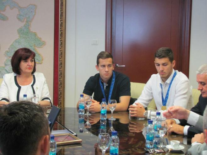 Ministarka Davidović sa Srđanom Babićem i Miladinom Stevanovićem - Foto: SRNA