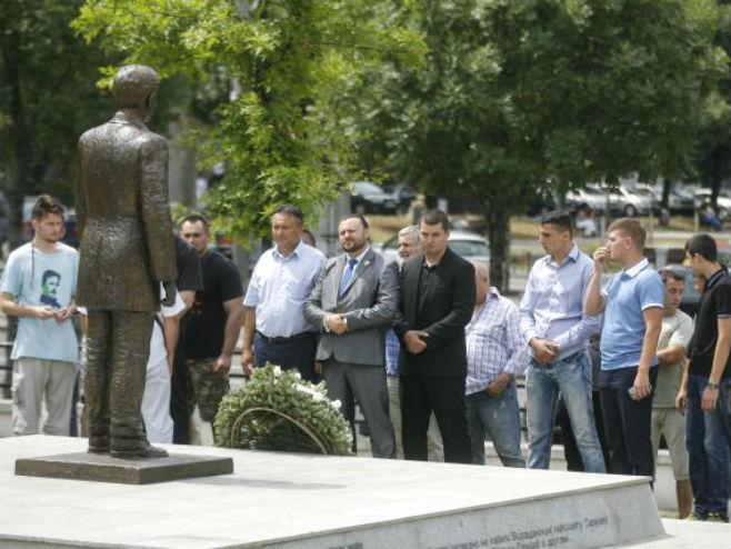 Položeni vijenci na spomenik Gavrilu Principu u Beogradu - Foto: TANJUG