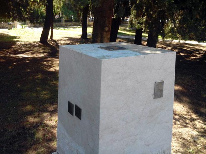 Oštećena skulptura
