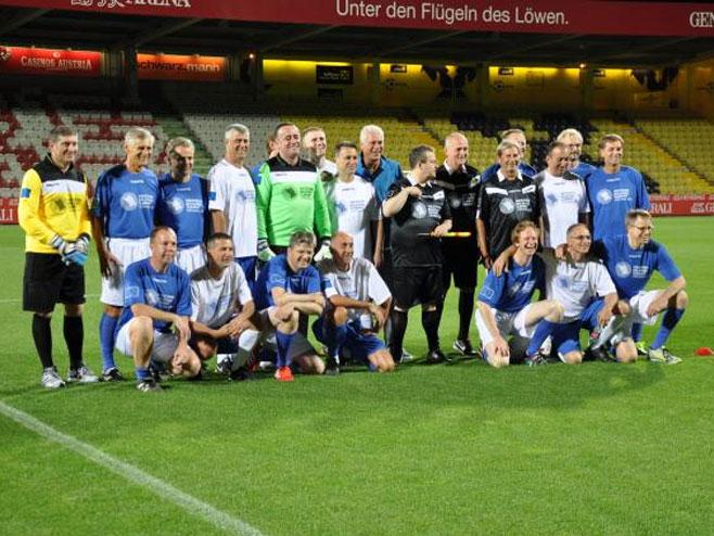"""Zajednička fotografija tima """"EU"""" i """"Budućih članica"""" - Foto: TANJUG"""