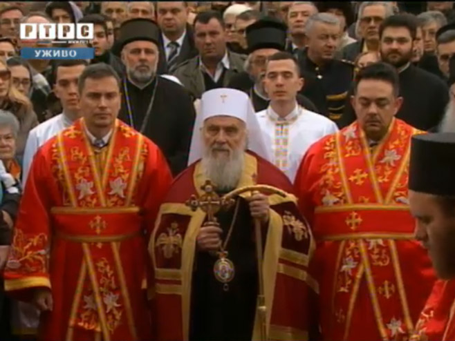 Партијарх Иринеј испред Храма Христа Спаситеља