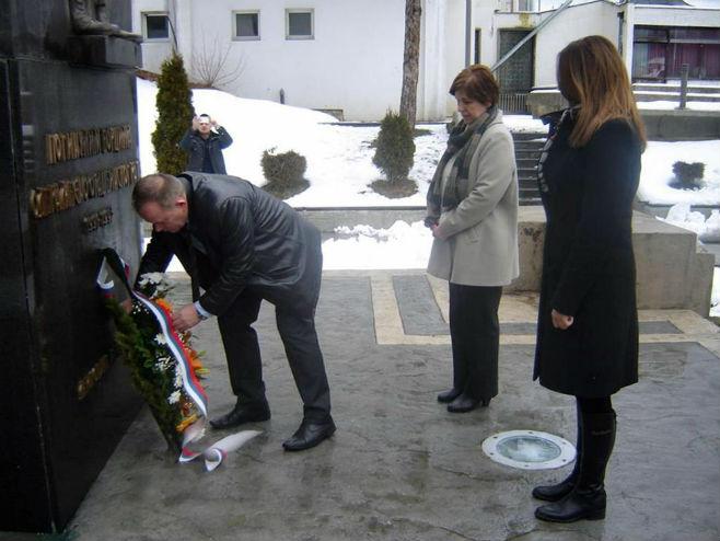 Полагање вијенаца на спомен-обиљежју у Мркоњић Граду