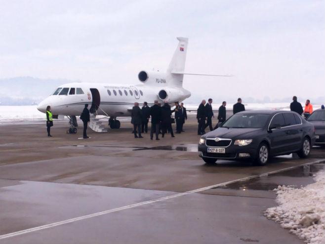 Делегација Владе Србије на Аеродрому Бањалука (фото: Срна)