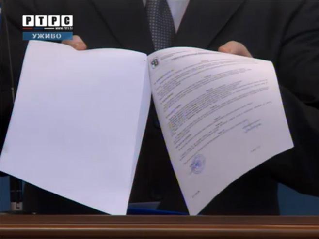 Ugovor o kreditu s Pavlović bankom  (Foto: RTRS)