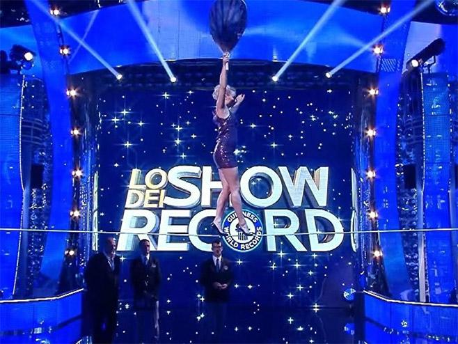 Ruskinja oborila rekord u hodanju po žici-u štiklama(foto:© Foto: Youtube / Guinness World Records) -