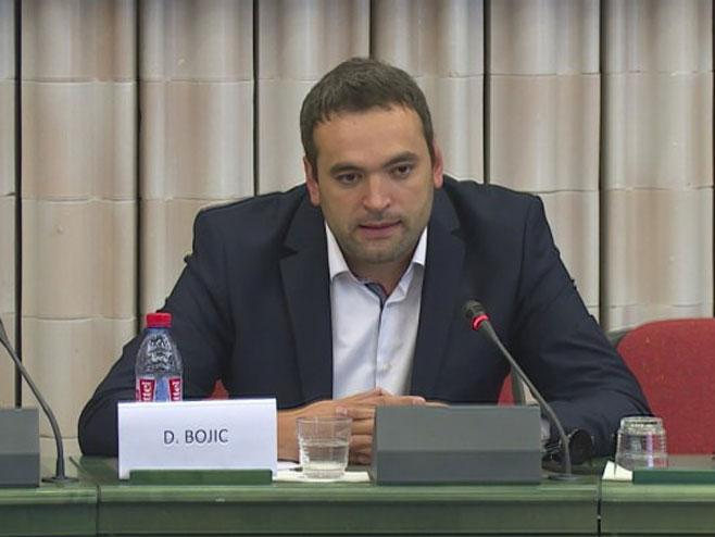 Денис Бојић у Европском парламенту (Фото: РТРС)