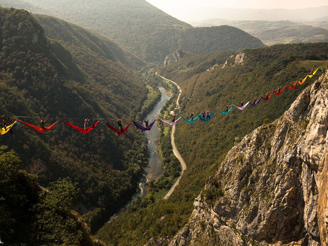 Tijesno: Ljudi vise iznad 200 metara (Foto: facebook.com )