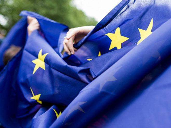 ЕУ                                                        (Фото:Flickr/ Ed Everett) -
