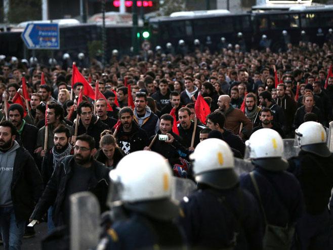 Протести у Грчкој (фото: http://www.investing.com/) -