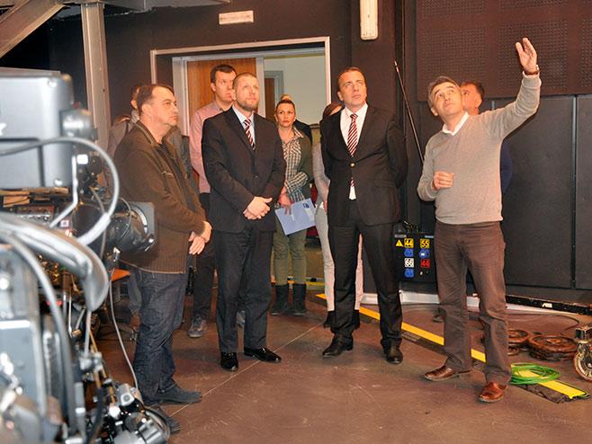 Министра Јуско посјетио нови продукцијски студио РТРС (Фото: РТРС)
