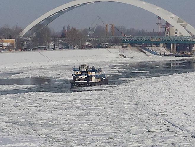 Razbijanje leda na Dunavu (foto:Tanjug)