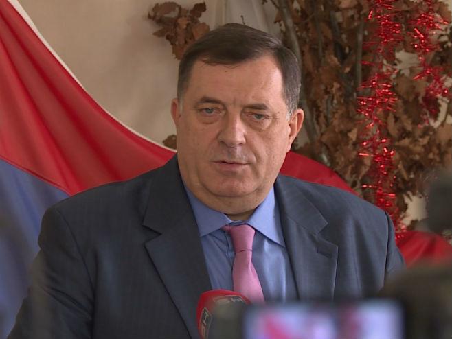 Милорад Додик на пријему у Касарни Козара - Фото: РТРС