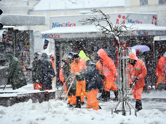 Čišćenje snijega (Foto: RTRS)