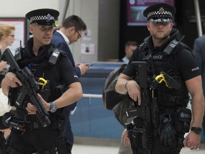 Британска полиција (фото:FAH) -
