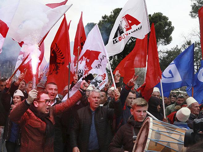 Опозиција блокирала путеве у Албанији (фото:Photo/ Hektor Pustina) -