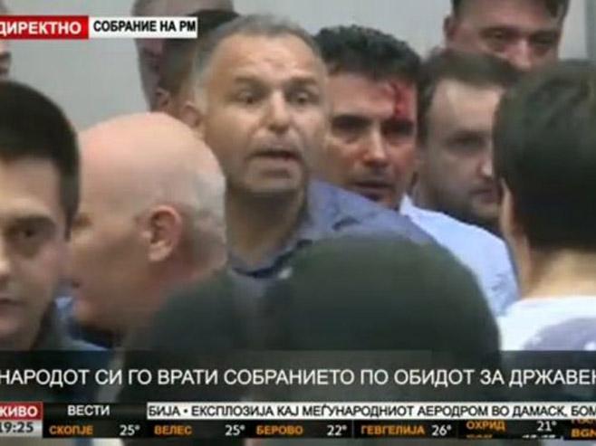 Упад у зграду Собрања(фото: twitter.com/seirdotmk) -