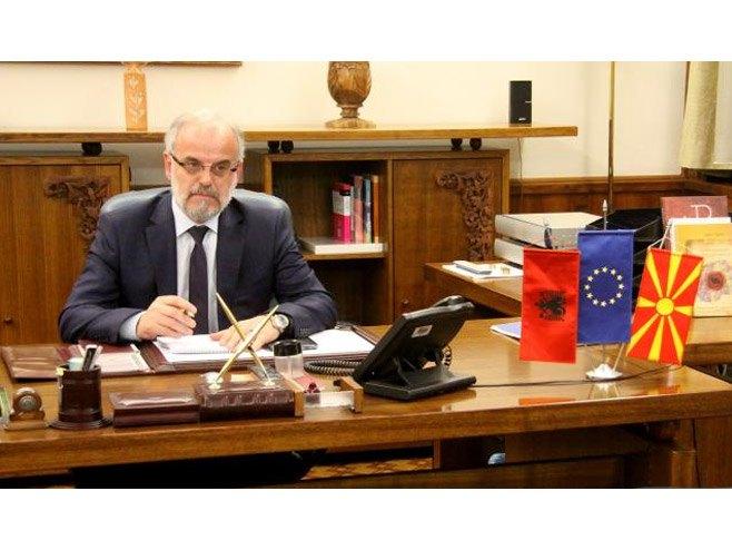 Џафери добио кључеве, у кабинет унио албанску заставу