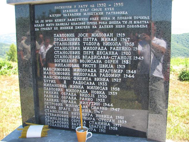 Сребреница: Ратковићи - помен - Фото: СРНА