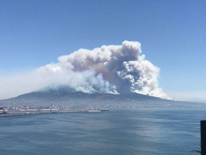 Italija - požar (Foto: twitter.com)