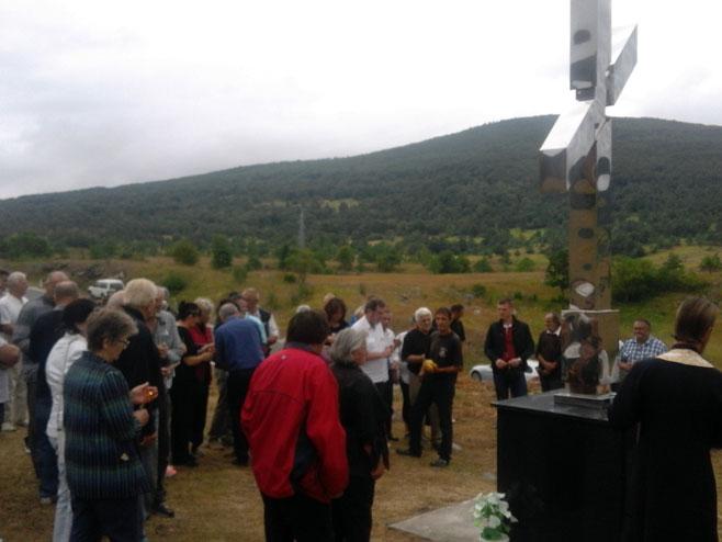 Спомен-крст у Јањилама код Босанског Петровца - Фото: СРНА