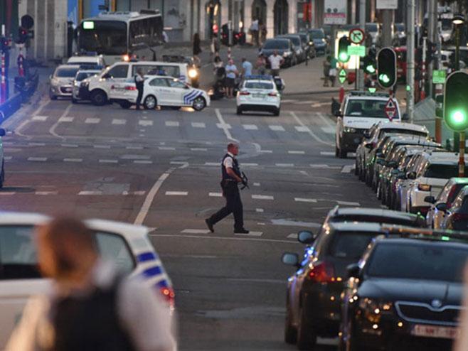 Брисел - полиција пуцала у возило са експлозивом (фото: AP/Geert Vanden Wijngaert) -