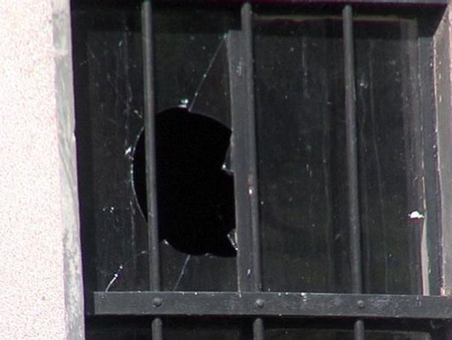 Полупано стакло на Храму Св. пророка Илије (Фото: РТРС)