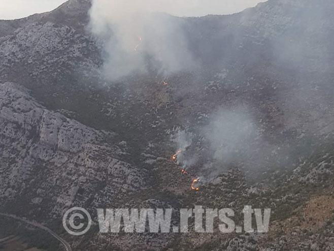 Пожар у Поповом пољу код Требиња