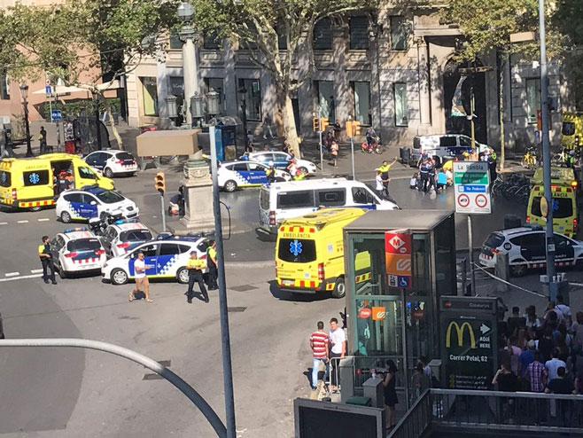 Камион улетио у масу у Барселони  (Фото:twitter) -