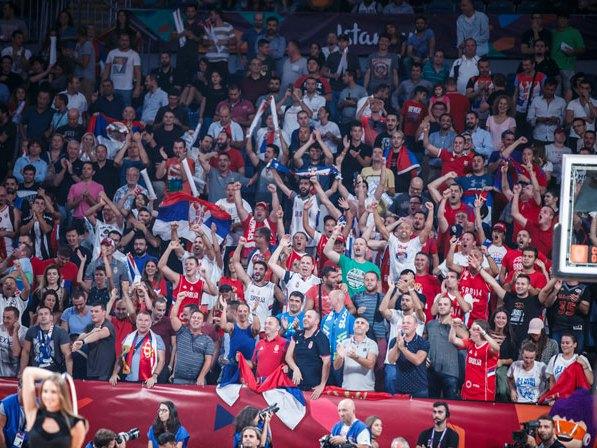 Дио атмосфере на утакмици Србија - Словенија (Фото: MN Press)