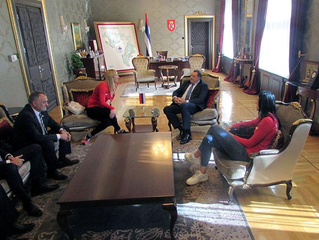 Odbojkašica kod predsjednika Srpske Milorada Dodika
