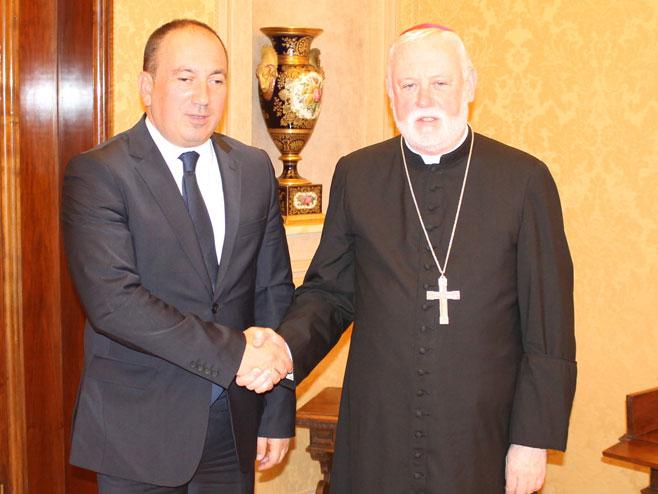 Црнадак и надбискуп Галагер - Фото: РТРС