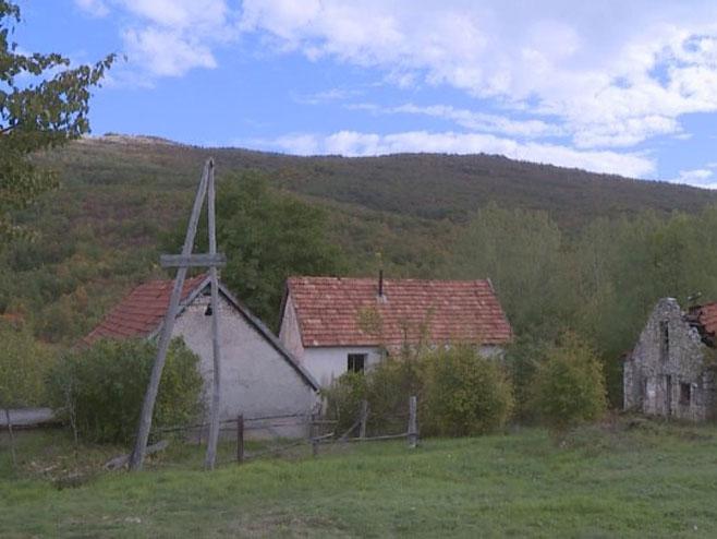 Село Трубар - Српски повратници без струје - Фото: РТРС