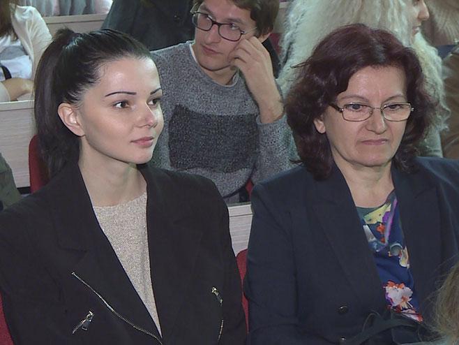 Сњежана Гајић, Миланина и Татјанина мајка, на пројекцији филма (Фото: РТРС)