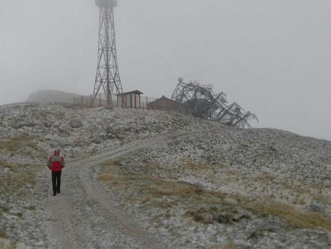 Вјетар срушио стуб са антенским системима на Леотару (Фото: РТРС)