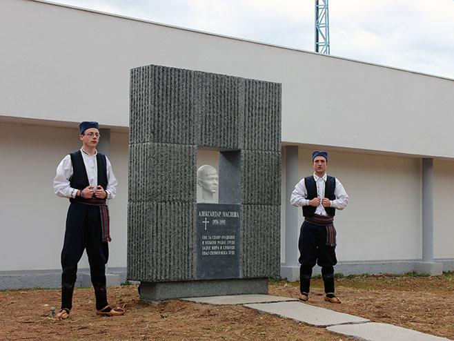 Требиње: Откривен споменик Александру Маслеши - Фото: СРНА