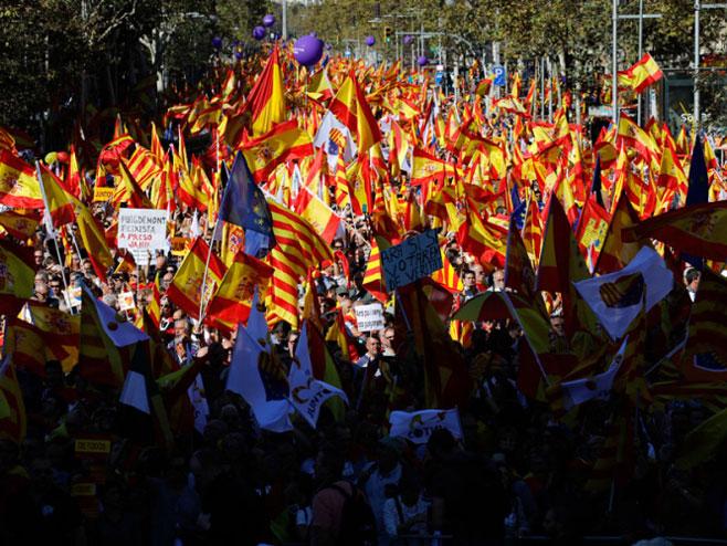 Више од милион људи на улицама Барселоне против независности - Фото: ТАНЈУГ