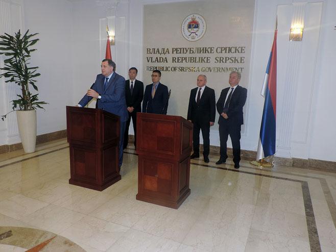 Pres predsjednika Srpske Milorada Dodika nakon potpisivanja ugovora (SRNA)