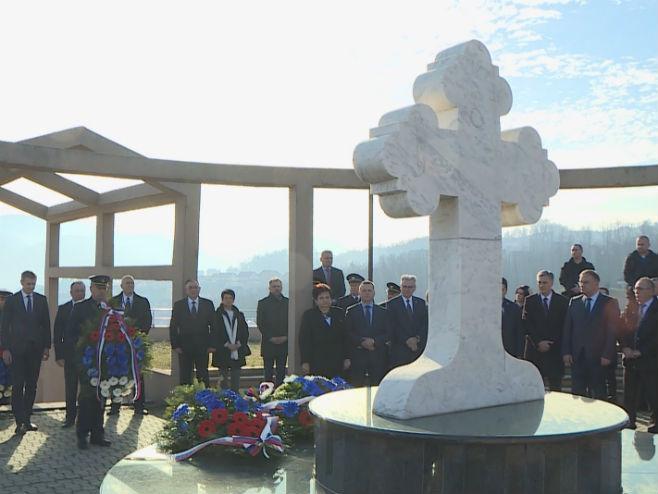 Banjaluka: Polaganje vijenaca na Spomen kosturnicu na Novom groblju (Foto: RTRS)