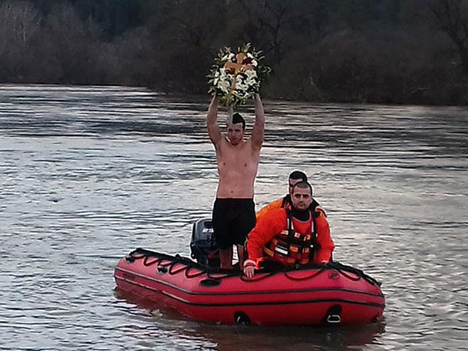 Novi Grad: Miloš Kovačević pobjednik u plivanju za Časni krst (Foto: SRNA)
