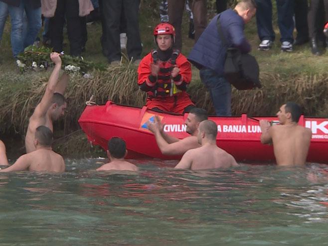 Banjaluka: Plivanje za Časni krst (Foto: RTRS)