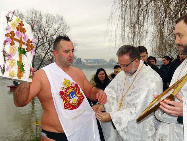 Brod: Plivanje za Časni krst (Foto: SRNA)