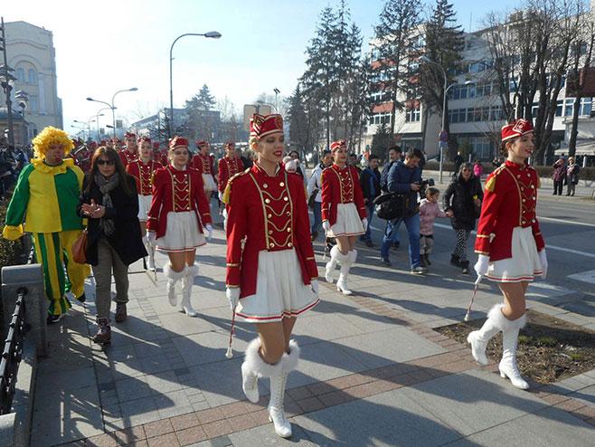 Мажореткиње из Херцег Новог продефиловале Бањалуком - Фото: СРНА