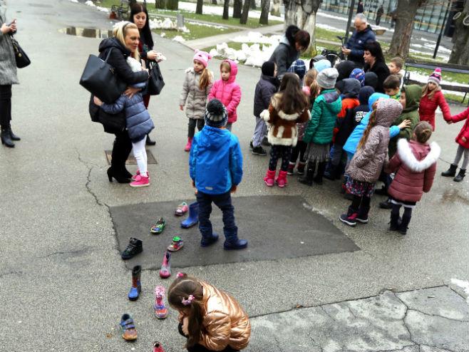 Најмлађи позвали грађане да посјете МСУ РС (Фото: МСУ РС)