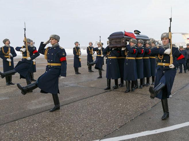 Сахрањен руски пилот Роман Филипов (фото:Tanjug, AP)