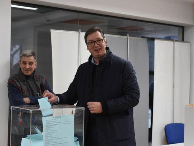 Александар Вучић на гласању (фото: Танјуг/ Драган Кујунџић)